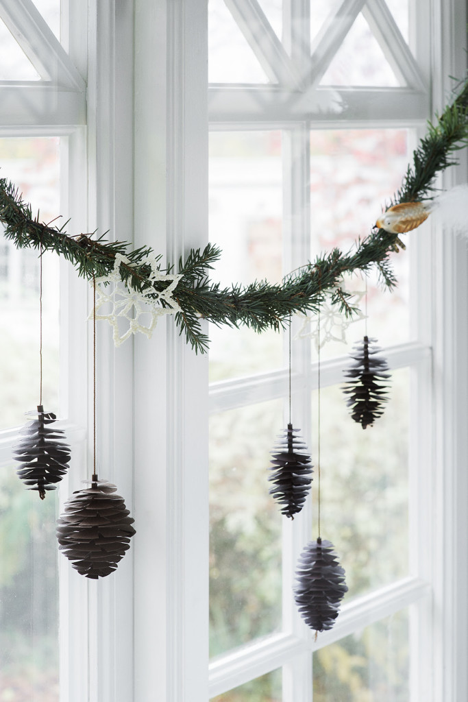 5 cheap and cute holiday or christmas decoration diys