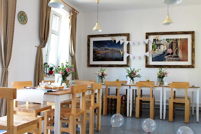 restauracja wloska, dekoracje, ozdoby, impreza, chrzciny, kwiaty, wiewiorka i spolka