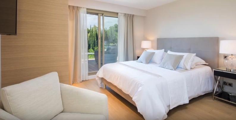 Tour Mougins, France Luxury House vs. 7 Interior Design Photos