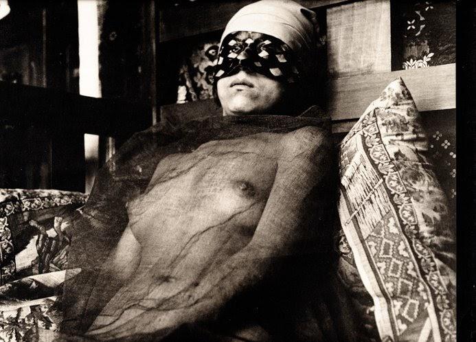 Ejercicio desnudo llevado a cabo en su habitación 10