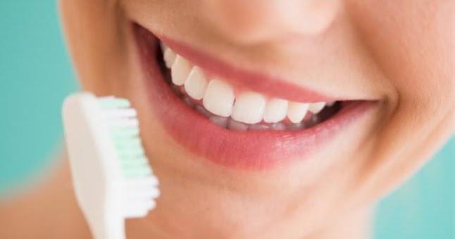 dentifrice maison pour blanchir les dents tonifier les. Black Bedroom Furniture Sets. Home Design Ideas