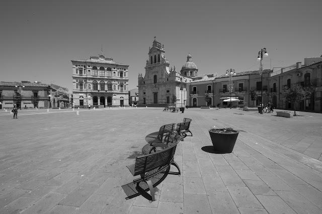 Piazza Carlo Maria Carafa-Chiesa Madre e Municipio--Grammichele
