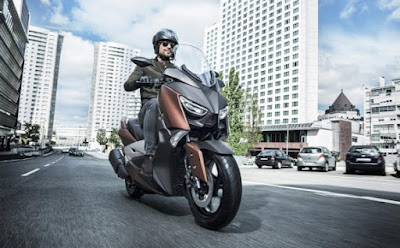 2017 Yamaha X-Max 300 scooter Photo