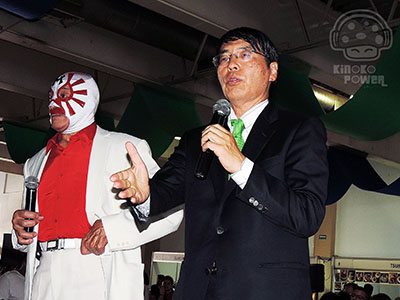 Mil Máscaras y Sr. Emb. Akira Yamada