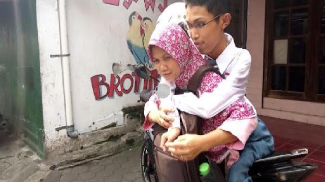 Tak Ingin Kecewakan Cita-Cita Anaknya Yang Alami Kelumpuhan Dari  Leher Hingga Kaki, Perjuangan Ibu ini Sungguh Sangat Mengharukan