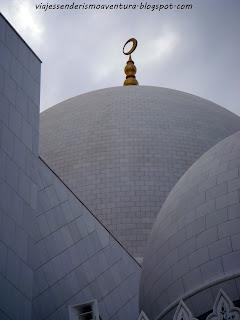Detalle de una de las cúpulas de la Mezquita Sheikh Zayed o Gran Mezquita de Abu Dhabi