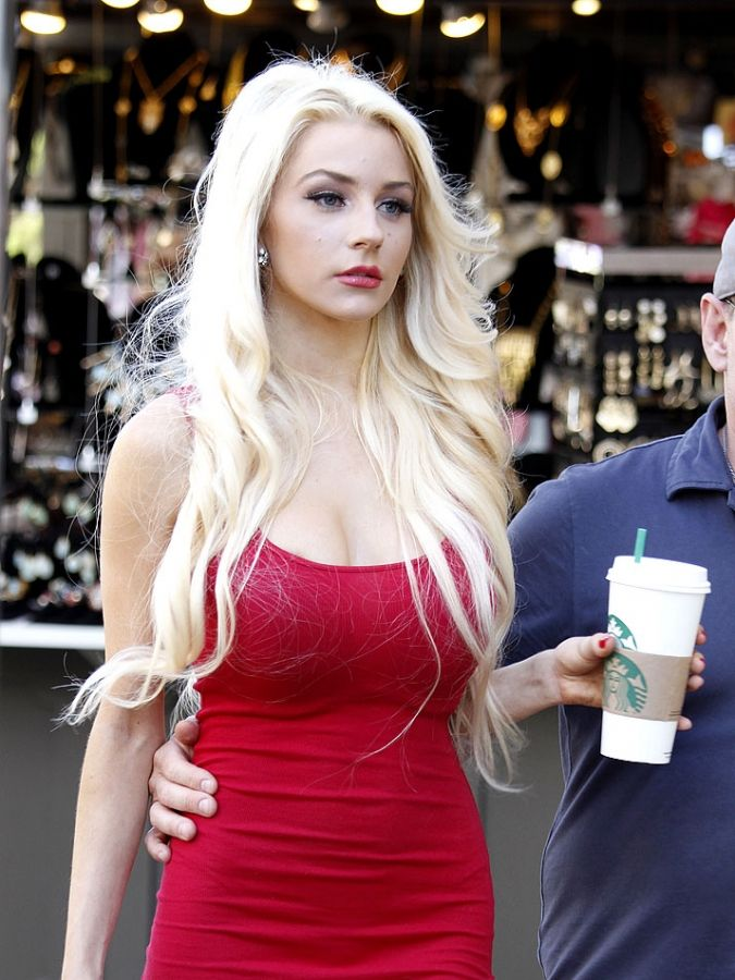 Courtney Stodden Leggy Debuts A New Look Shopping At