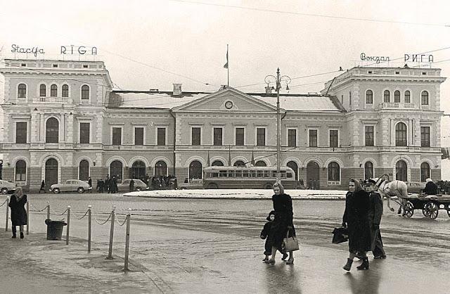 1957 год. Рига. Улица Гоголя. Ж/д вокзал и привокзальная площадь.