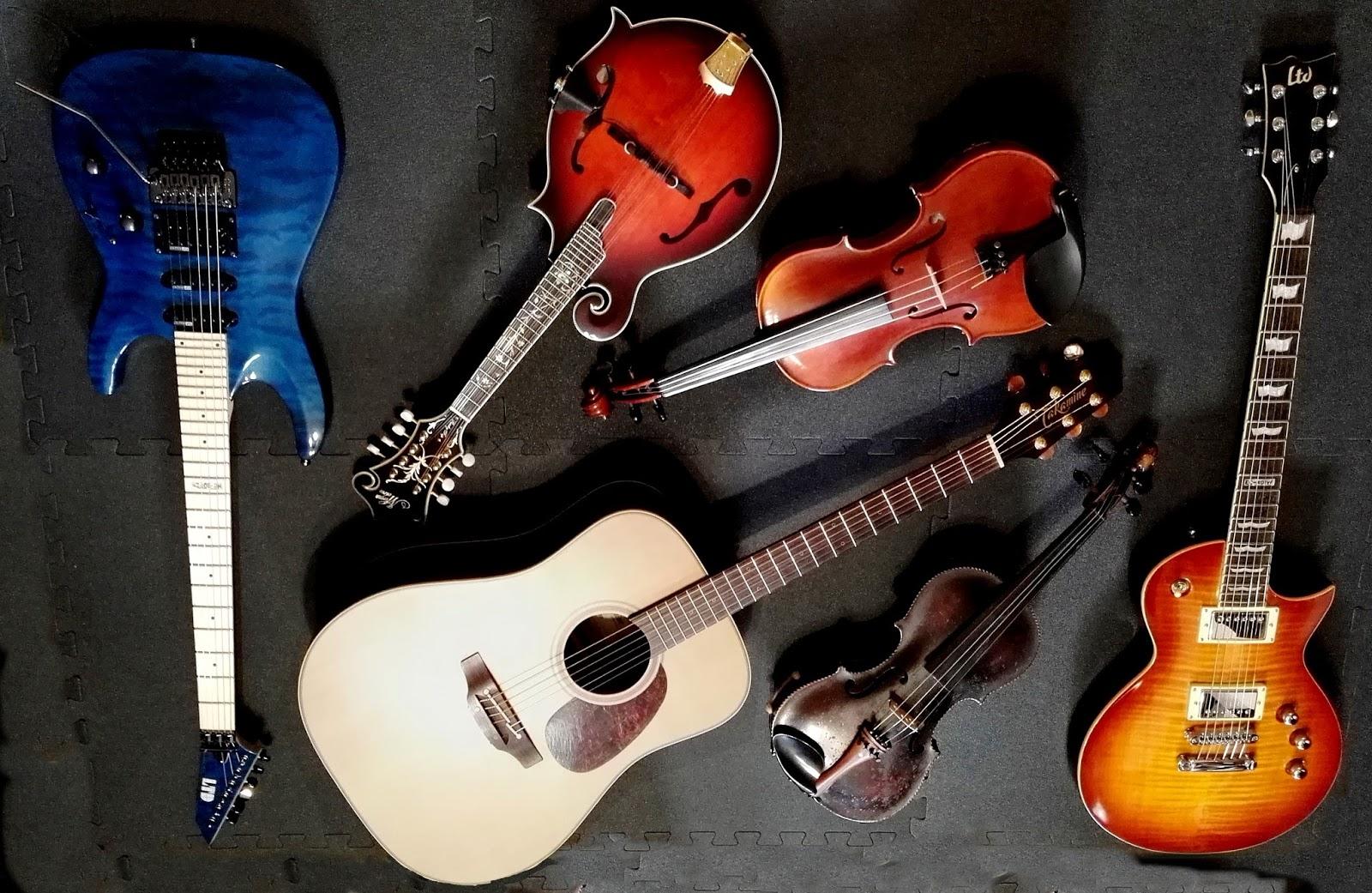 Guitarras, mandolina y violines Raúl ALN