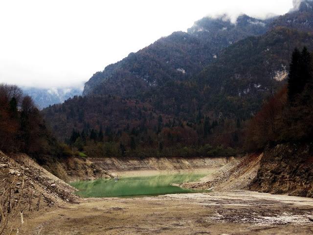 sentiero natura val canzoi lago della stua