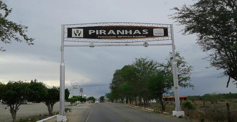 Em Piranhas, depósito de bebidas no pátio da feira é assaltado