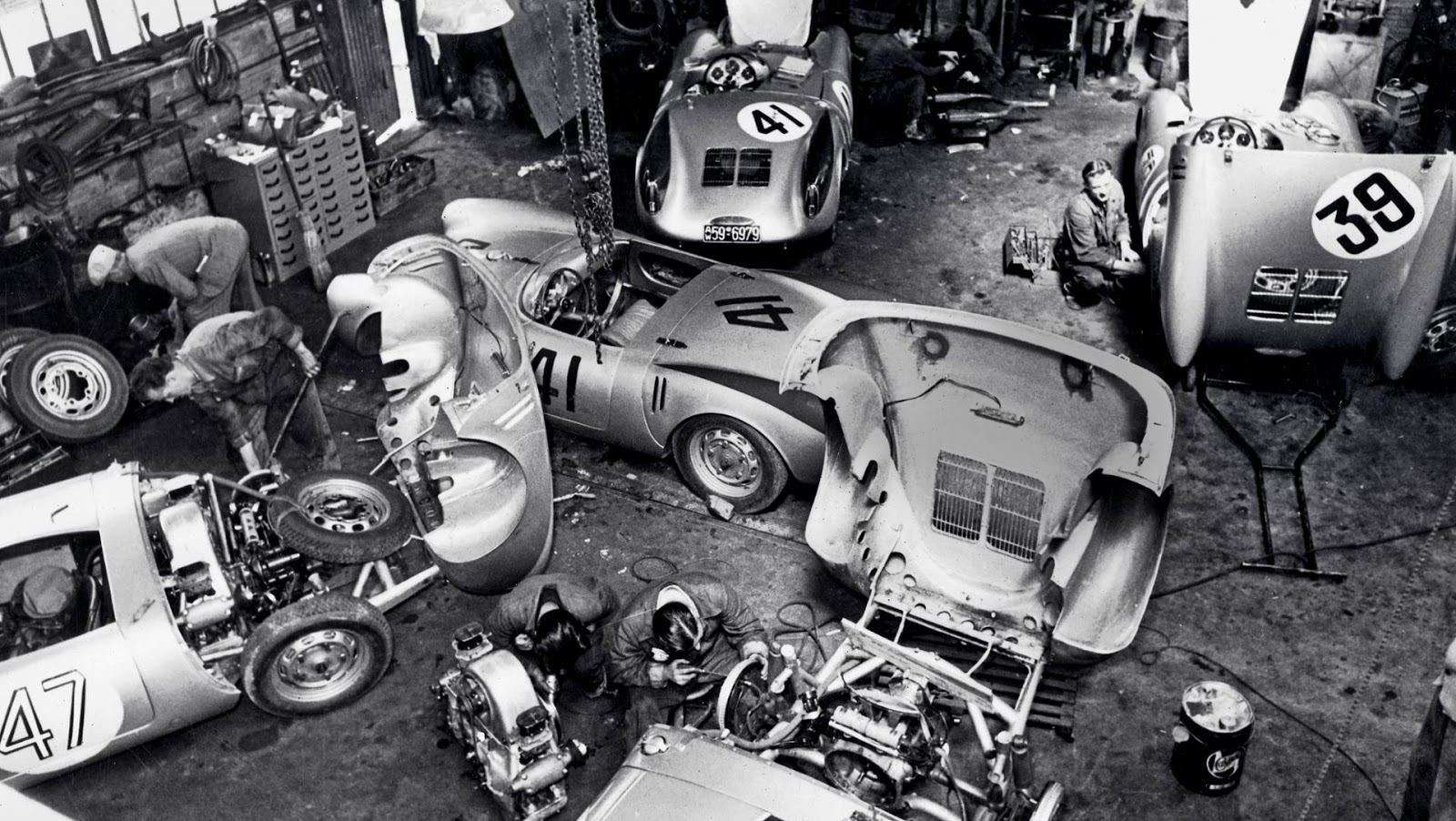 The automobile and american life the porsche garage near for Garage renault rue gambetta le mans