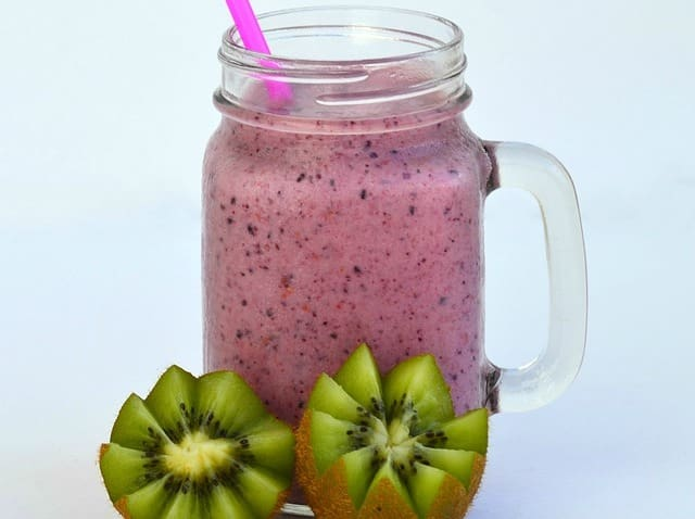 organic fruit and veggie slimming detox smoothie drink recipe www.myfrugalfitness.com