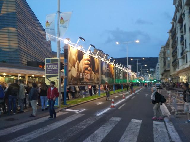 La calle principal circundante al Kursaal
