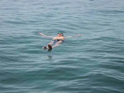 Tư thế nổi trên mặt nước
