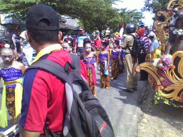 SDN Binangun III dengan tema seni budaya pada karnaval singgahan Tuban