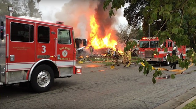 #Disaster : 4 killed, 2 injured after small plane crashes into houses in California.