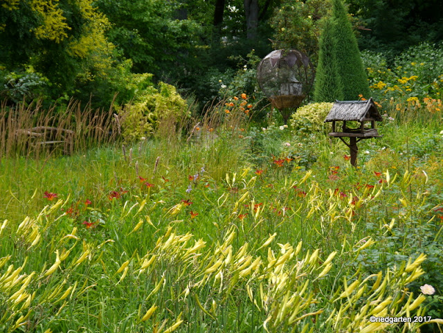 https://riedgarten.blogspot.de/2017/07/noch-eine-gartenuberraschung-chateau-du.html