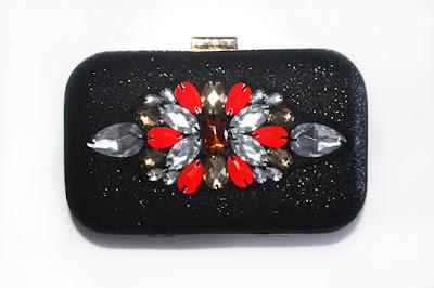 Clutch fiesta negro con pedreria en tonos rojos y cobrizos