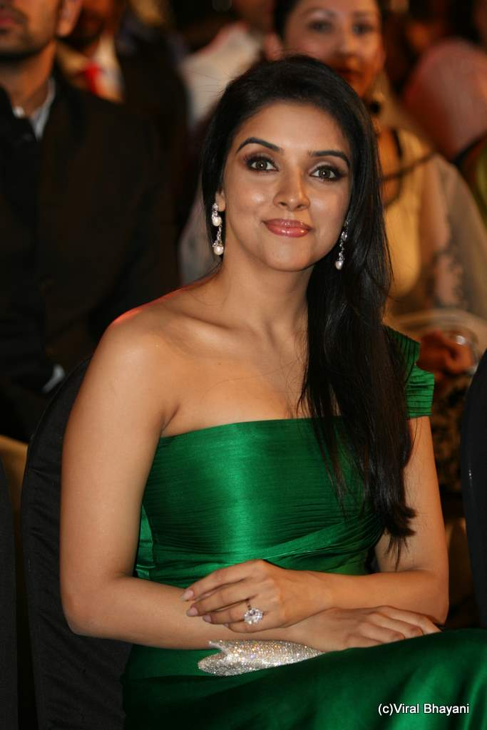 South Actress Hot Pics Asin In Green Dress Sexy Stills -6538