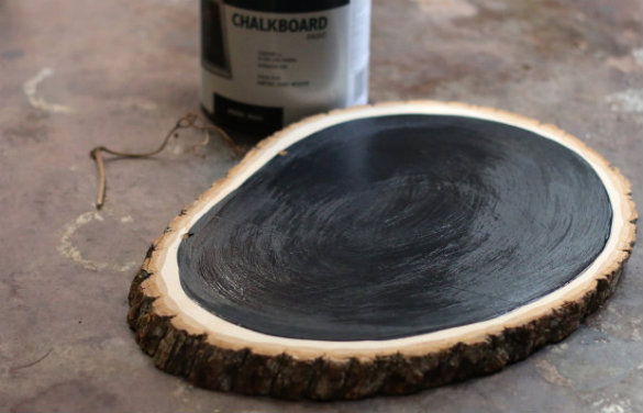 Over on ehow diy rustic tree slice chalkboard 17 apart for Wood slice craft projects
