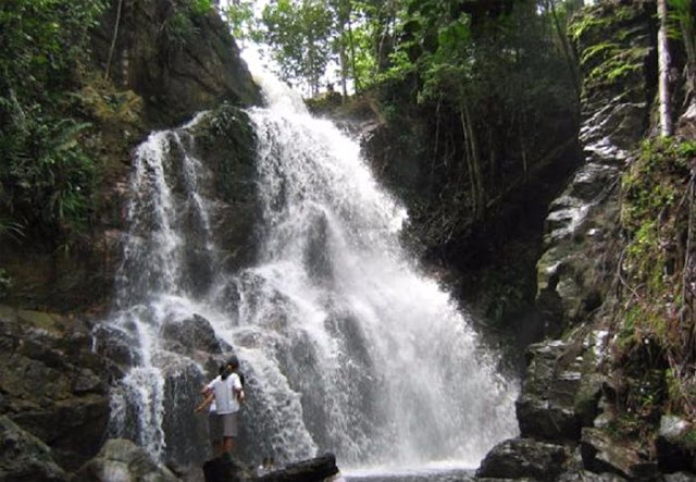 Air Terjun Tembulun Rusa terletak di sebelah utara Desa Batu Ampar Air Terjun Tembulun Rusa Yang Tersimpan Di Inhil