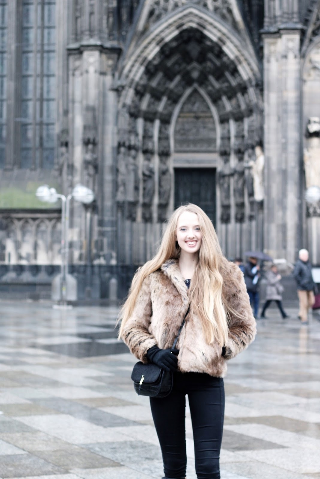 What to wear in winter in Cologne fashion blogger