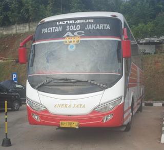 Bus Pacitan Solo Jakarta