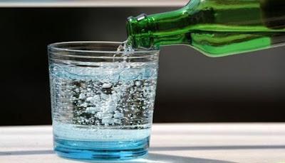 Apakah Air Berkarbonasi Dapat Menyebabkan Dehidrasi?
