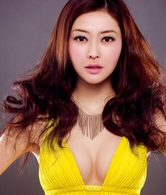 Lynn Hung Artis Wanita Asia dengan Payudara yang Besar