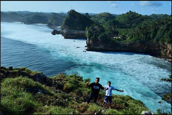 20 Tempat Wisata Malang Kota Terbaru Terfavorit Anti Mainstream  Pantai Bantu bengkung