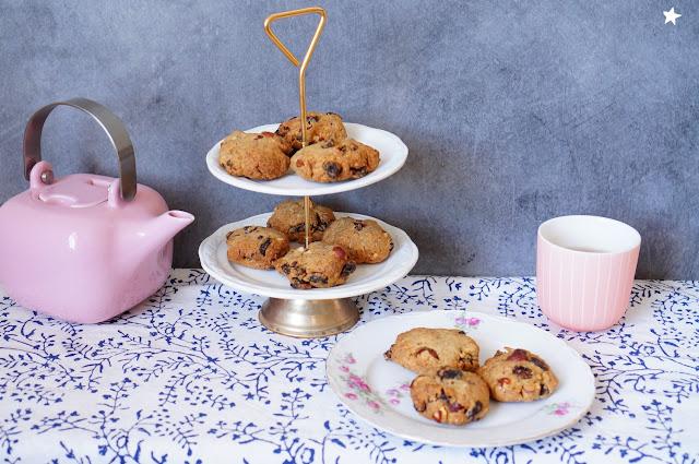 cookies fruits secs vegan vaisselle ancienne vintage foodstyling