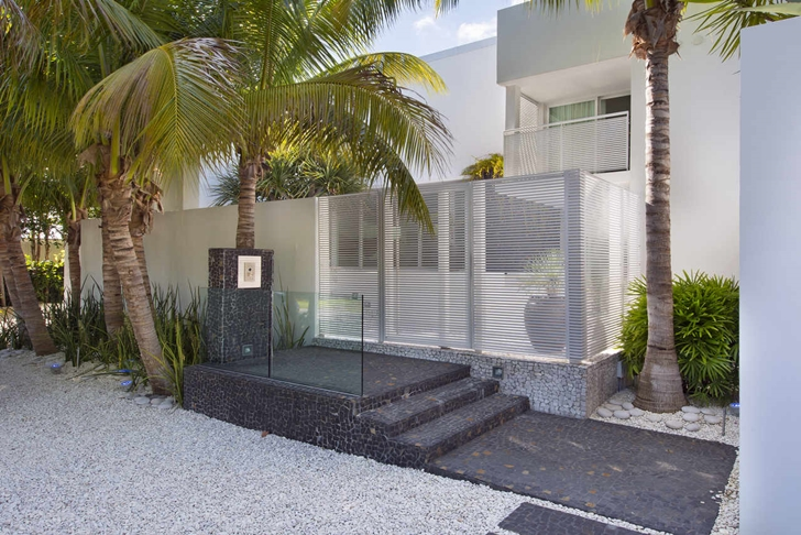 Entrance to the Modern mansion in Miami