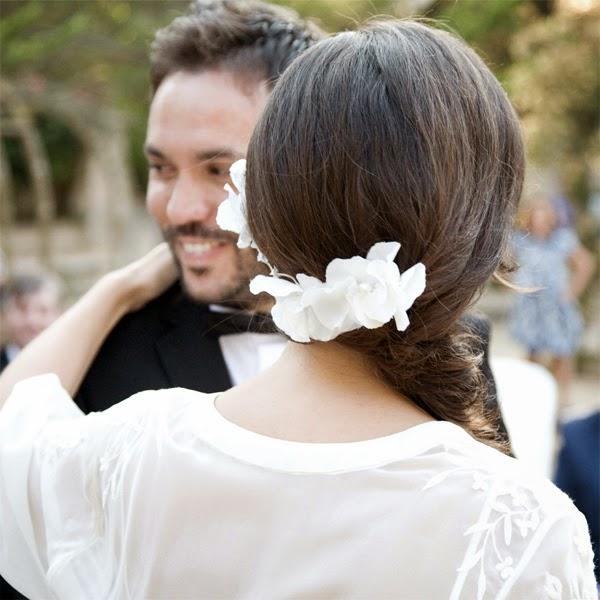 Casada adornando la cabeza al marido - 1 7