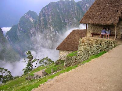 Niebla en el  Machu Picchu, Perú, La vuelta al mundo de Asun y Ricardo, round the world, mundoporlibre.com