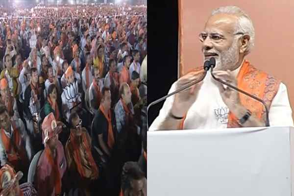 pm-narendra-modi-vadodara-rally-massive crowd-seen-modi-happy