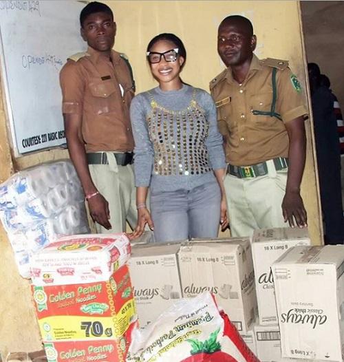 Tonto Dikeh Donates Relief Items To Prison Inmates In Abuja (Photos)
