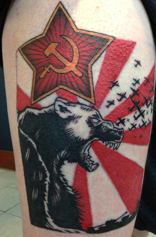 komünizm orak çekiç ve ayı dövmesi