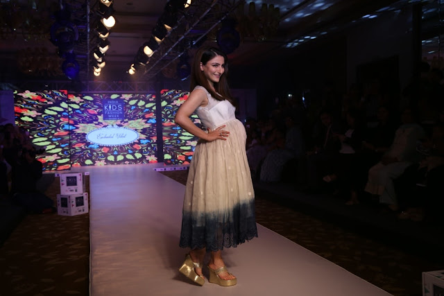 Day-1,Soha Ali Khan walked the ramp during IKFW