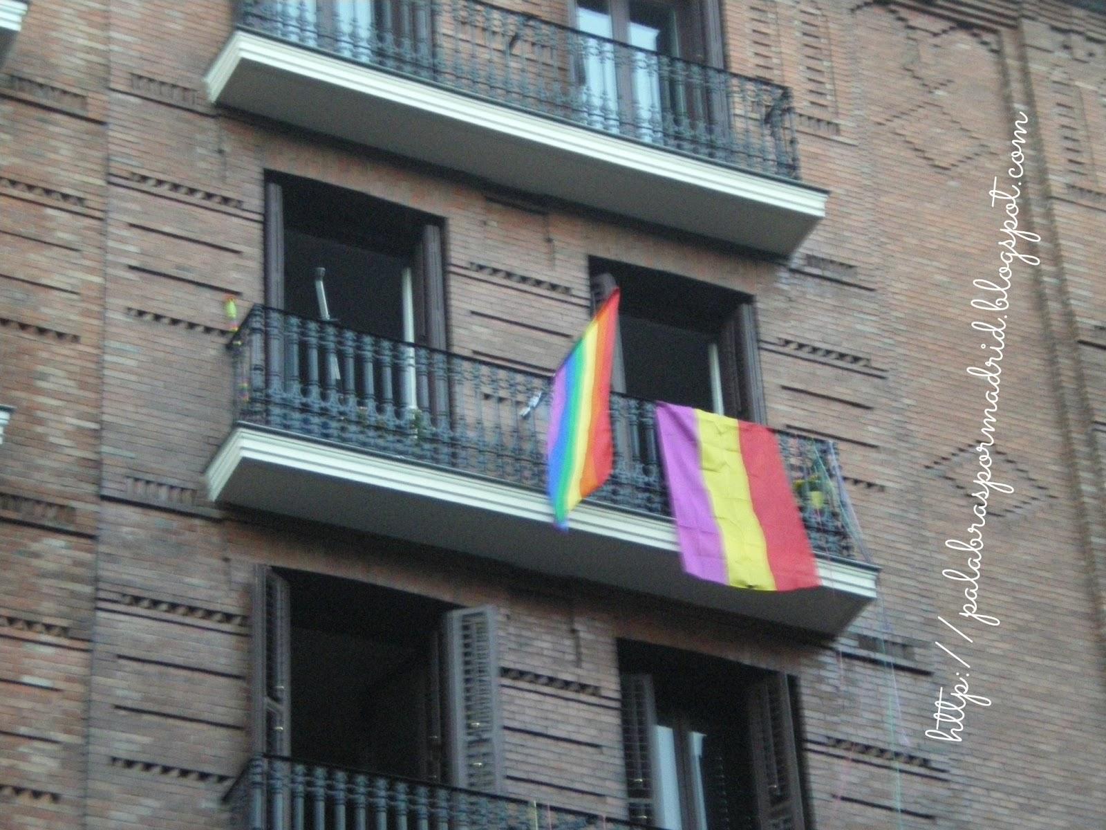 bandera LGBT y republicana
