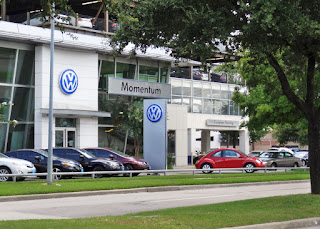 Momentum Volkswagen 2405 Richmond Ave Houston, TX 77098