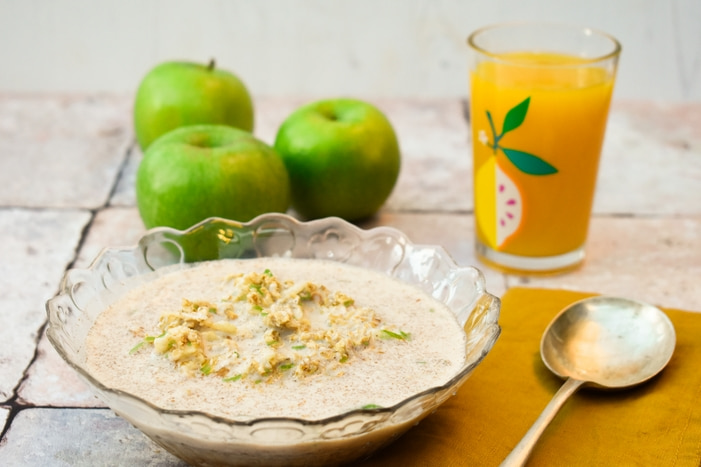Apple Cinnamon Overnight Oats and green apples