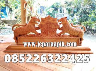 papan nama ukiran harimau