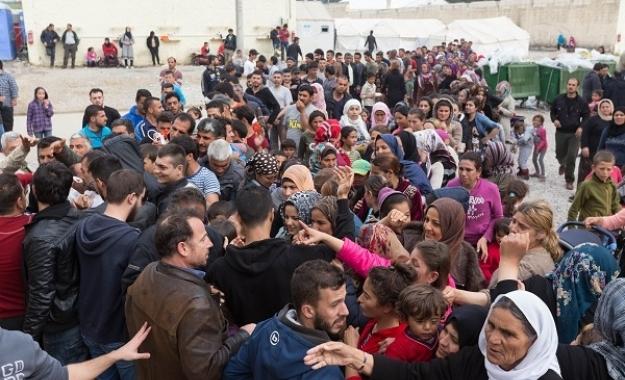 """Κυρίτσης: """"Περιμένουμε βία"""" - Χαοτική η κατάσταση στα κέντρα φιλοξενίας"""