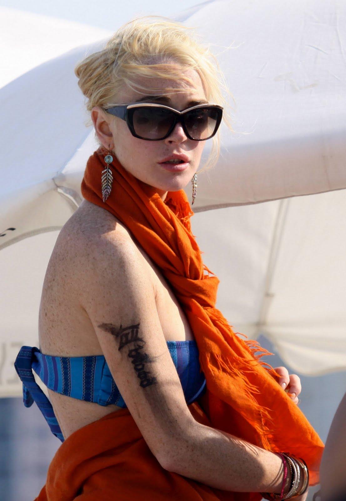 Lindsay lohan boob pop