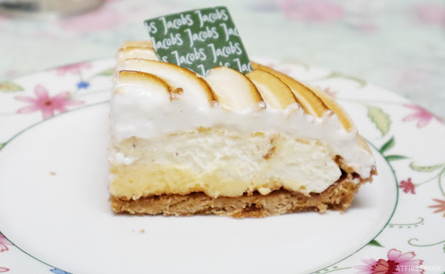 Banker bakkerij Jacobs lemon pie meringue slice