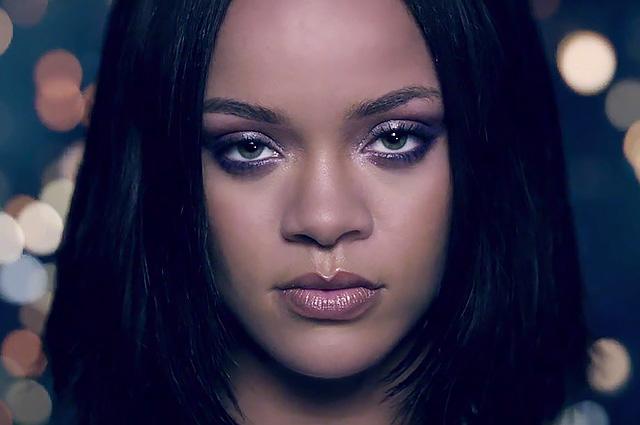 Bentuk Hidung Rihanna