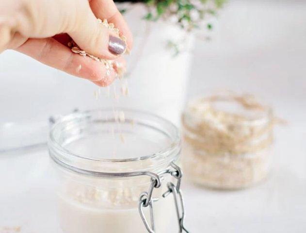 Đặc trị mụn thâm bằng nước cốt dừa và bột yến mạch