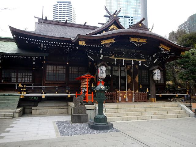 Vista del edificio principal del santuario sintoísta Kumano Jinja