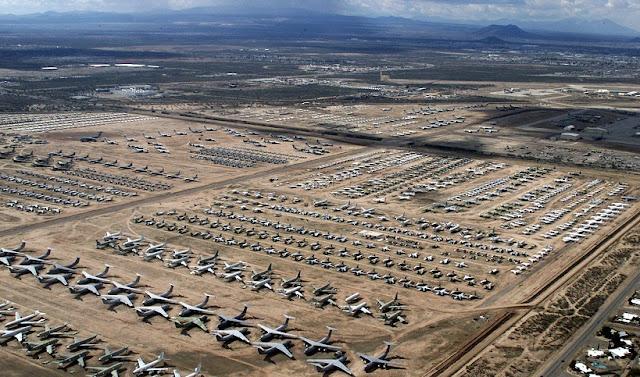Cemitério de aviões no Deserto de Mojave na Califórnia